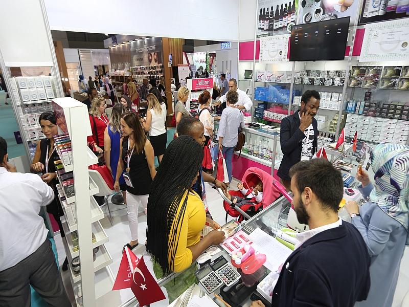 Dünyaca ünlü kozmetik markaları CNR'da şov yapacak