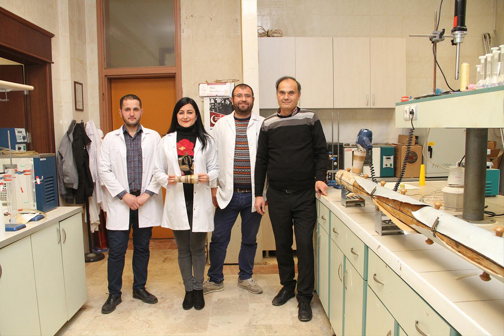 PAÜ Kimya Bölümünden Dr. Öğr. Üyesi Ramazan Donat ve ekibi yaptığı gerçek saç ile kaplı sentetik saç çalışması ile Türkiye'de ve Dünyada bir ilke imza atıyor.