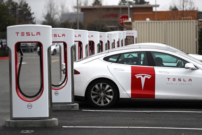 Tesla, Süperkapasitör Teknolojisine Yatırım Yapıyor